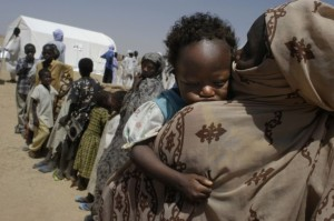 Chadian refugees queue for medicare