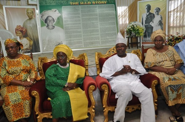 Governor Amosun, second right with the Awolowos. second left is the deputy gov, Yetunde Onanuga