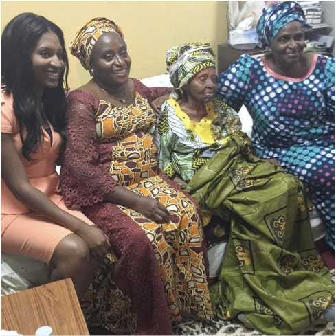 Hannah Awolowo with her children and grandchildren in August 2015