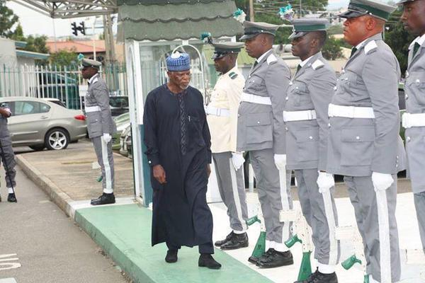 Colonel Hameed Ali inspects guards of honour  at Customs headquarters