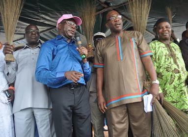 Oshiomhole in blues shirt with the defectors