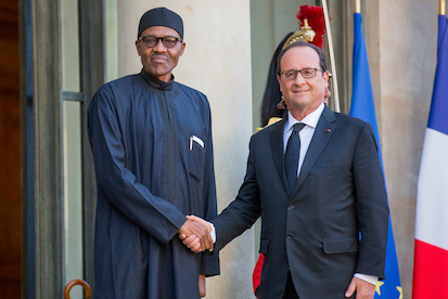 The traditional photo-op: President Buhari and Hollande