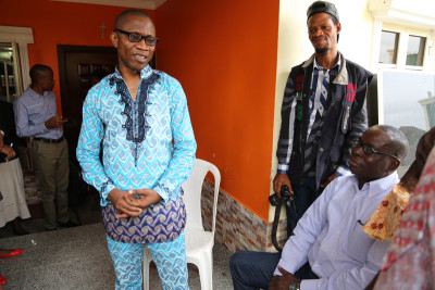 (L) Steve Nwosu expressing his appreciation  to Mideno Bayagbon, Vanguard editor and others