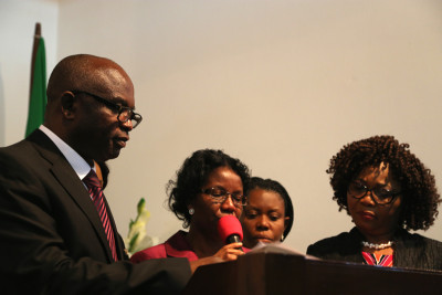 Oby Igwe (m) giving vote of thanks, with her (L) Mike Awoyinfa and others