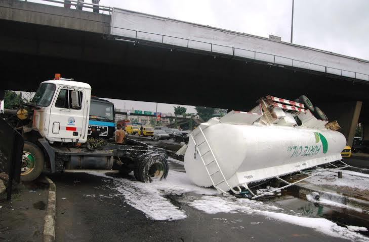 A petrol tanker in an accident on Lagos road