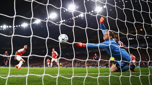 Bayern keeper tries to stop Ozil's goal, but it was too late