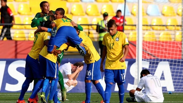 Brazil U-17 rejoicing after the lone goal victory