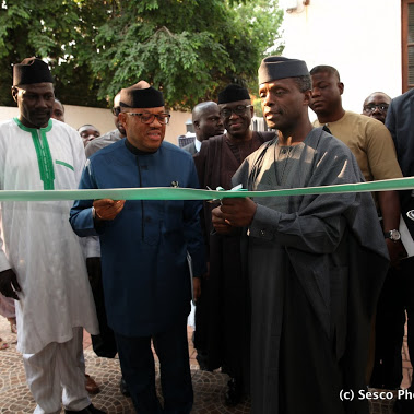 VP Osinbajo: the ceremonial cutting of the tape. Photo: Sesco Photography