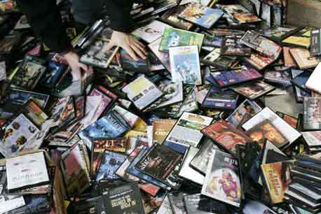 Pirated CDs confiscated
