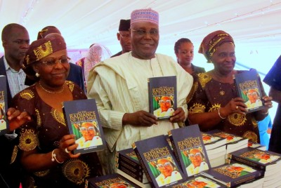 Former Vice President Atiku Abubakar flanked by daughters of late Chief Obafemi Awolowo, Chief Tola Oyediran (r) and Dr Tokunbo Awolowo-Dosumu (l) at the presentation of a book on late Chief HID Awolowo in Ikenne, Ogun State on Wednesday, 18 November 2015.