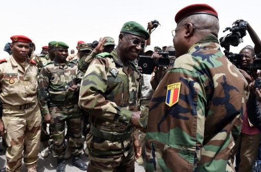 Chadian General Brahim Seid (R) is welcommed by Nigerien General Seyni Garba (C) at the airport of Diffa, southeastern Niger, on April 3, 2015, near the Nigerian town of Malam Fatori