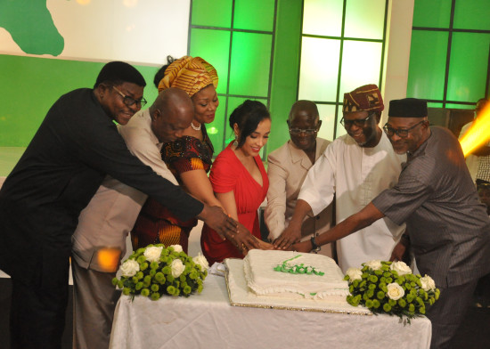 Governor Adams Oshiomhole (3rd right) flanked byChief John Odigie-Oyegun, National Chairman, All Progressive Congress (ANC) (2nd right), Mrs Iara Oshiomhole (4th left), Hon Pally Iriase, Deputy Chief Whip, House of Representatives (left); Dr Pius Odubu, Deputy Governor (2nd left), his wife, Mrs Endurance Odubu (3rd left) and Mr Anselm Ojezua, State Chairman, All Progressive Congress (ANC) cut the 7th Anniversary cake to celebrate the 7th year of the administration of Governor Adams Oshiomhole of Edo State, Thursday.