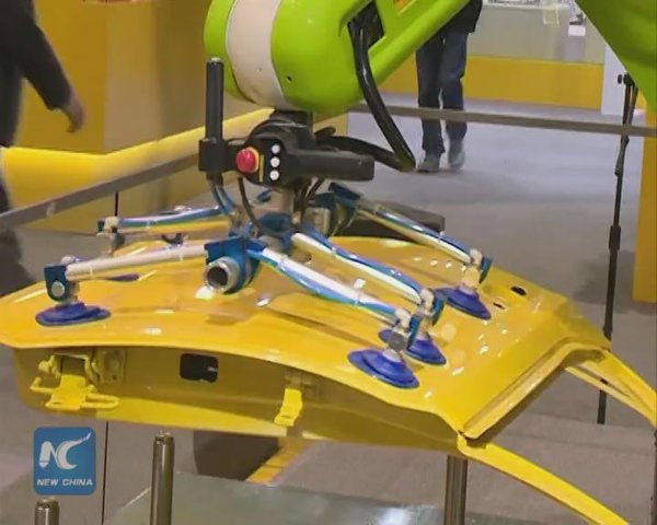 The robot that lifts load of up to 35kg: who needs crane drivers?