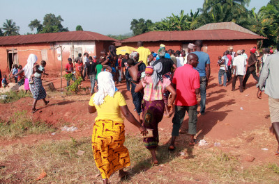 People of Okele Efiyo rushing to cast their votes