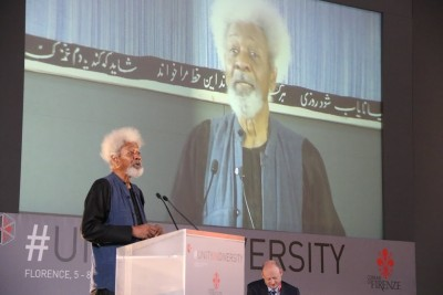 Soyinka delivering his speech