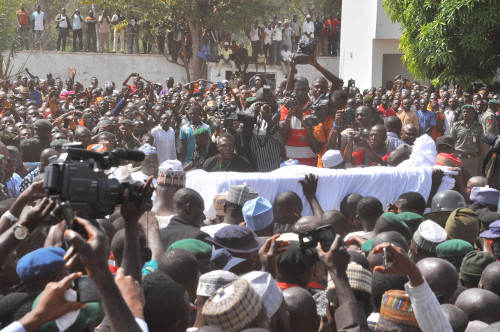 Audu's corpse being carried to its final resting place