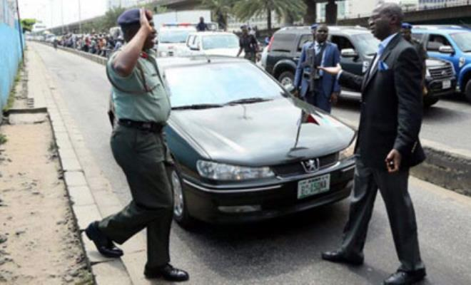 File Photo: ex-Lagos governor Fashola apprehending a senior military officer for taking the BRT route
