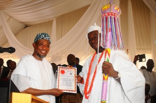Governor Aregbesola presents staff of office and certificate to Oba Ogunwusi