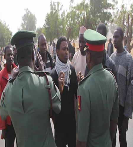 Soldiers talking with the Shiites