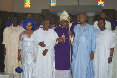 Governor Okowa (right); Senate President, Saraki (3rd right); Deputy Senate president, Ike Ekweremadu (left); the Catholic Bishop of Issele-uku Dioceses, Bishop Micheal Elue and Sentor Peter Nwaoboshi and his wife during his thanksgiving service for his victory at the General election, held at St Augustines Catholic Church, Ibusa