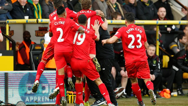Liverpool players rejoice with Klopp
