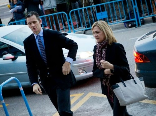 Princess Cristina and her husband arriving the Mallorca court today