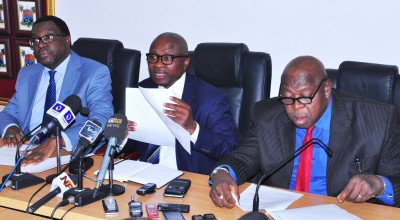 Lagos State Commissioner for Health, Dr. Jide Idris (middle), addressing newsmen on the LASSA fever outbreak in the State, during a media briefing, at the Conference room of the Ministry of Health, the Secretariat, Alausa, Ikeja, on Wednesday, January 27, 2016. With him are Commissioner for Information & Strategy, Mr. Steve Ayorinde (left) and Special Adviser to the Governor on Primary Healthcare, Dr. Olufemi Onanuga (right).