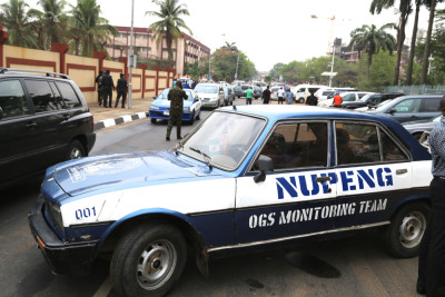 NUPENG car used to block the road leading to the Lagos House, Alausa and Lagos House of Assembley. Photo Credit Idowu Ogunleye