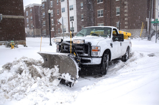 A WKU plow clears 13th Street on Friday, Jan. 22, 2016, in Bowling Green, Ky. Photo: Daily News/AP