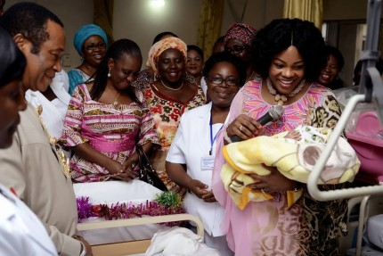 Wife of  Rivers State Governor, Justice Suzzette Nyesom-Wike admiring the new year baby born to Mr and Mrs  Harrison while the  Chief Medical Director, Prof Aaron Ojule looks  at the University of Port Harcourt Teaching Hospital on New Year Day.
