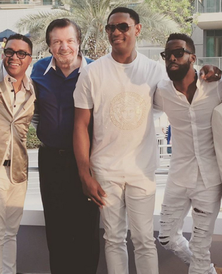 Fatoyinbo, 2nd right, with some of the guests. Murdoch is next to him