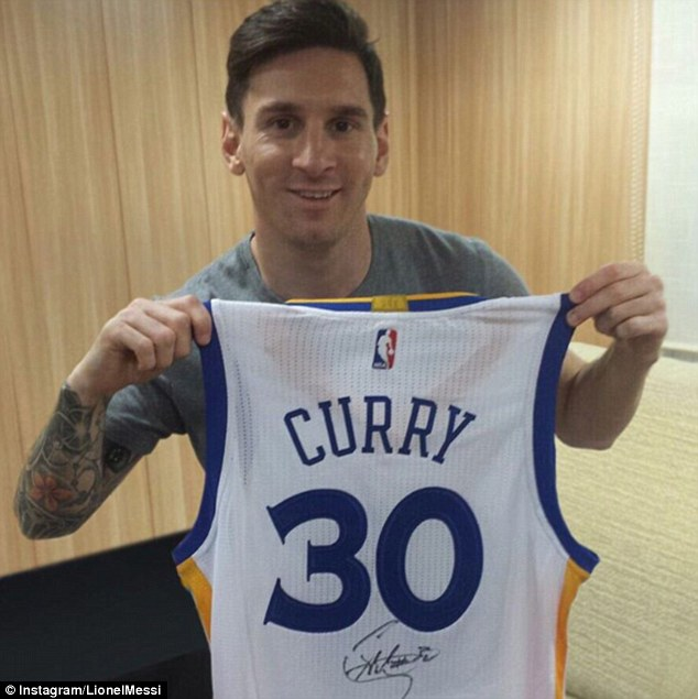 Only the deep knows the deep: Curry sends a signed jersey to Messi