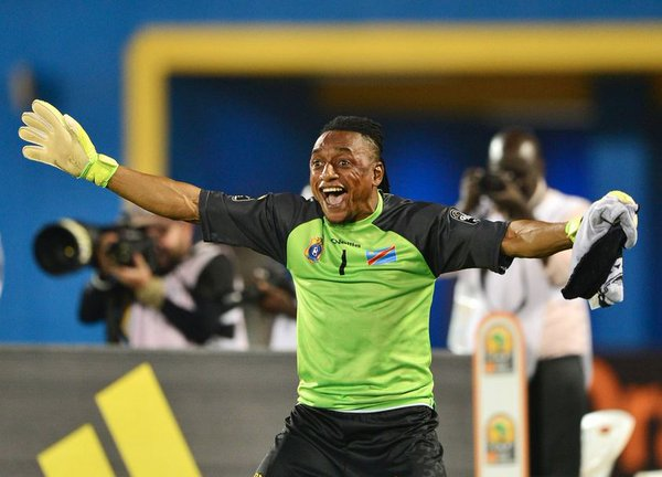 Ley Matampi: DR Congo keeper at his acrobatic best