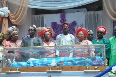 Children of the Olubadan paying their  last homage to their father1