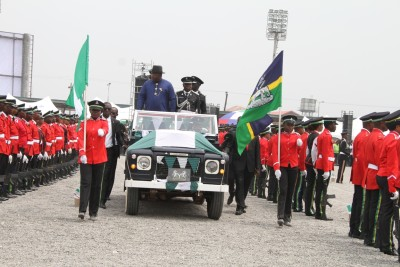 Governor Dickson inspecting a guard of honour, mounted by a detachment of the Nigerian Police, Bayelsa State Command. Photo by Lucky Francis