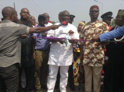 Governor Ikpeazu commissioning one of the road projects