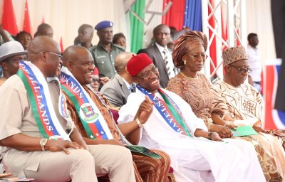 From left: Governor of Ekiti State, Ayodele Fayose; Governor Yesom Wike Rivers State; Governor Ifeanyi Okowa , Delta State; his wife, Dame Edith, during the inauguration of the Gover nor of Bayelsa State Hon Seriake Dickson in Yenegua