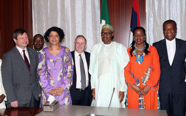 R-L;  Minister of Foreign Affairs, Geoffrey ONYEAMA, Shadow Minister for Women + Equalities and Chair of All Party Parliament, Kate Osamor, President Muhammadu Buhari, Member of Parliament for Tewkesbury, Mr Laurence Robertson M.P,  Chair APPE Africa, Labour MP for Newcastle and Shadow Minister for culture and the digital Economy, Rt Hon Chi Onwurah, MD HEXTON MYERS, Bashir Gwandu, British High Commissioner to  Mr Paul Arkwright and Nigerian High Commission, London Alhaji Hassan Mohammed Hassan during an audience with UK Member of Parliament at the State house in Abuja. PHOTO;SUNDAY AGHAEZE/STATE HOUSE. FEB 16 2016
