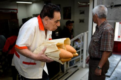 Bread is now gold in Venezuela: difficult to see, expensive to buy