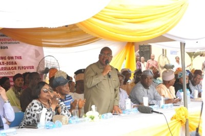Abule 2: Commissioner for Works and Infrstructure, Engr. Ganiu Johnson (standing) addressing the stakeholders