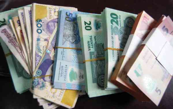 Naira falls further: it may hit N400 in days