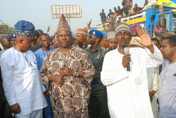 Amosun, second left, with the Mile 12 traders on Friday