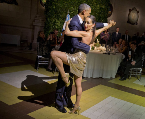 Obama in a tango at Argentine state dinner