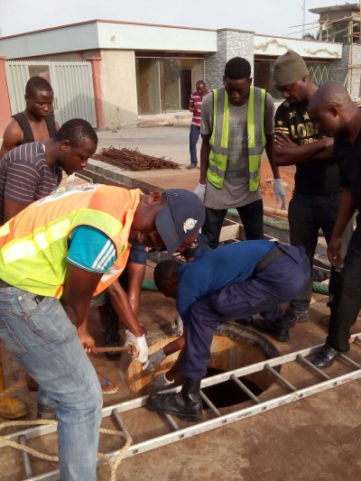 rescue too late: 2 persons died inside the tank