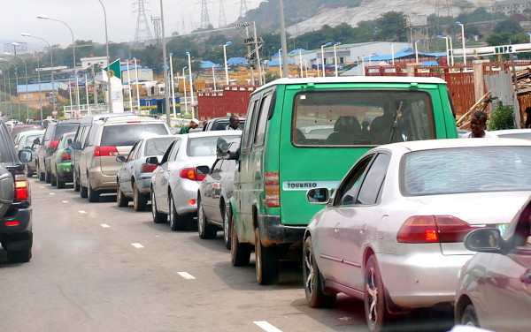 Motorists queue for fuel in Abuja. Photo, The Nation