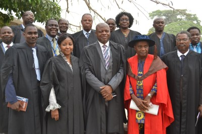 Professor Lekan Oyeleye in group photograph with principal officers  of UI