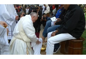 Pope Francis washing the legs of refugees