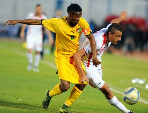 Tunisian striker Ahmed Akaichi (R) vies for the ball with Togo's defender and captain Mama Abdoul Gafar during the African Cup of Nations 2017 qualifying football match between Tunisia and Togo on March 25, 2016, at the Ben Jannet Stadium in Monastir