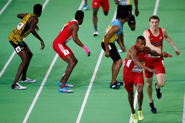 Christopher Giesting passes to Vernon Norwood in the men's 4x400m at the IAAF World Indoor Championships Portland 2016 . IAAF photo