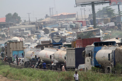 Gridlock on the Lagos Ibadan Expressway as a result of the fallen tanker at Asese Ibafo Ogun State. Photo Credit:  Idowu Ogunle